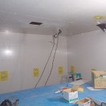 天井・壁面の仕上にメラミン不燃化粧板を貼る