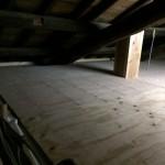 小屋裏に物が置けるように床合板を貼る